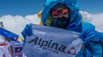 Melissa Arnot, first American women to summit Everest without oxygen