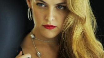 Vidéo. Riley Keough shooting in Cannes