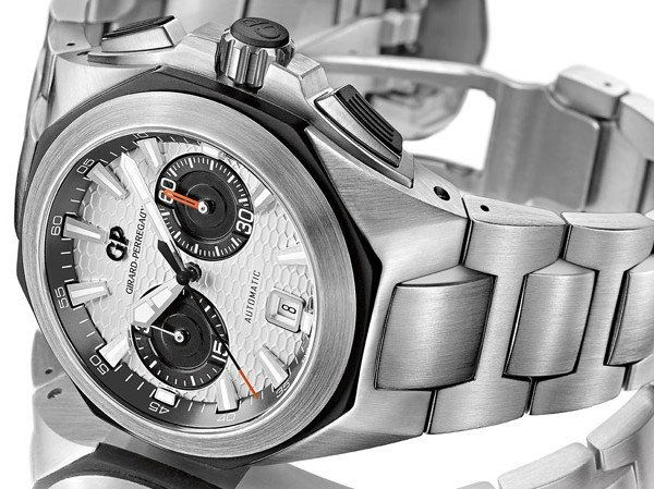 Girard-Perregaux - A steel bracelet for the Chrono Hawk collection