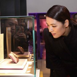 Prominent fashion designer Mary Ma discovering the Pavonina.