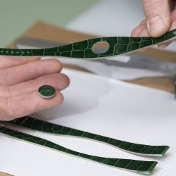 Carving of the leather. ©Hermès