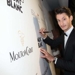 Pierre Niney signing with a Montblanc Meisterstück 90 Years writing instrument.