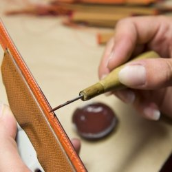 Leather Strap - Hermès - Dyeing the edge of the strap by hand