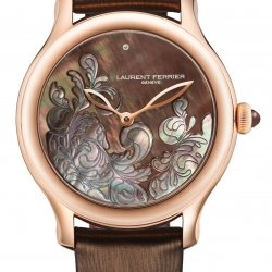 The Galet Micro-Rotor Lady F featuring a and snow-set case middle © Laurent Ferrier