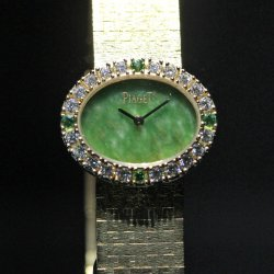 Piaget Traditional Oval watch with jade dial, bracelet engraved with 'Palace' decor © David Chokron/Worldtempus